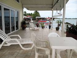 exquisite-waterfront-home-with-excellent-rental-history-006