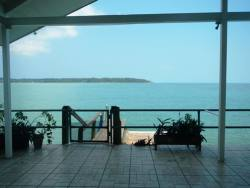 exquisite-waterfront-home-with-excellent-rental-history-007